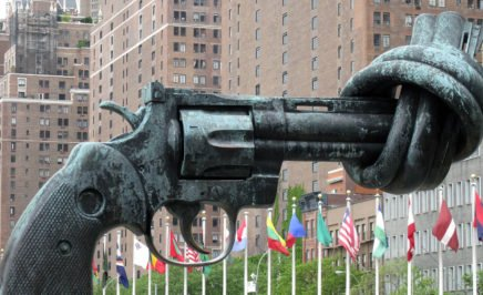 A sculpture of a 45-caliber revolver with its barrel knotted outside the UN in New York, USA.