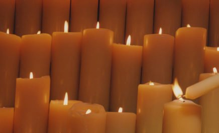 Candles being lit. copy; Sissie Honoré