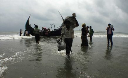 Rohingya refugees getting off the boat taking them from Myanmar to Bangladesh. © Amnesty International