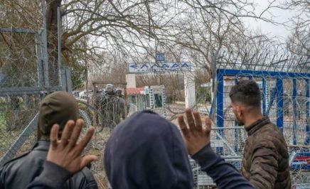 TOPSHOT-TURKEY-GREECE-MIGRANTS-UNREST